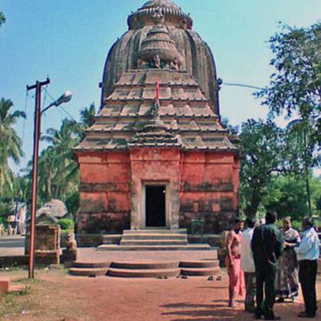 Puja at Trilochaneshwar Temple